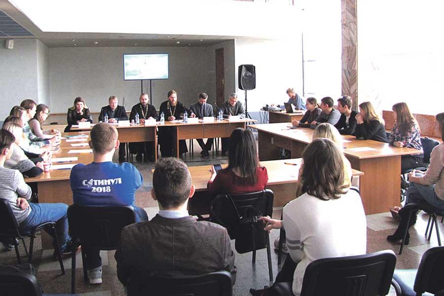 Молодёжный актив собрался на круглом столе в ЦМИ.
