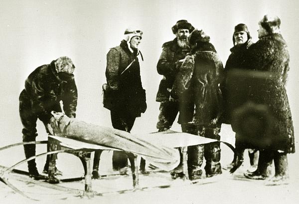 Участники экспедиции на дрейфующей станции Северный Полюс-1 . 1937 год