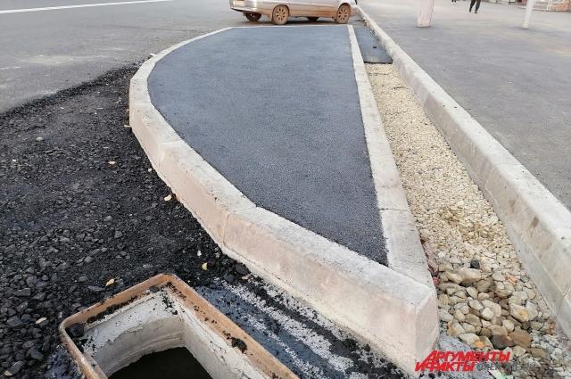 Обустраивать пешеходные дорожки подрядчик не обязан.