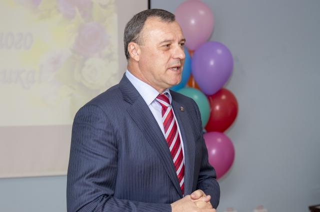 Лидер «Единой России» в Оренбуржье Олег Димов поздравил коллектив с праздником.