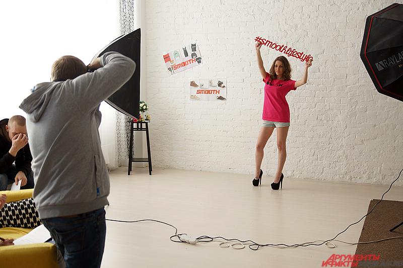«Вольная» фотосессия в футболках с логотипом журнала.