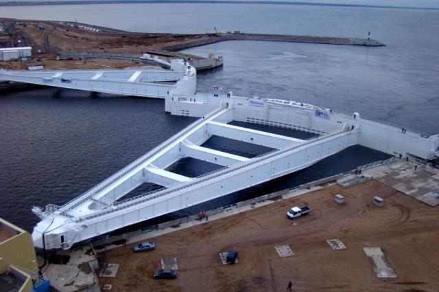 Судопропускное сооружение С1 имеет пролет 200 м и глубину 16 м.