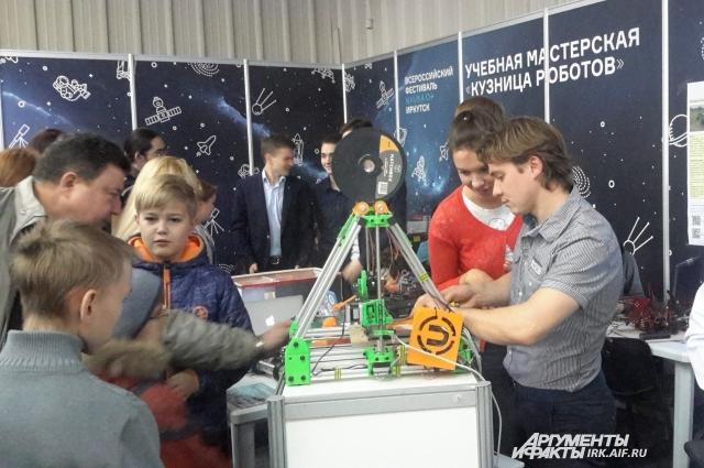 Посетители могли поучаствовать в экспериментах и мастер-классах.