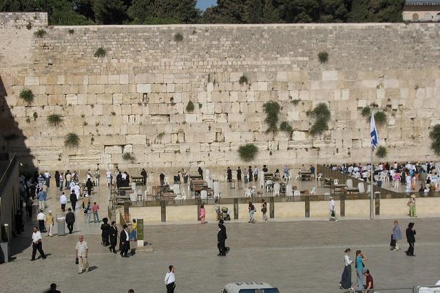 Раз в жизни каждый обязан побывать у «Стены Плача» в Израиле.