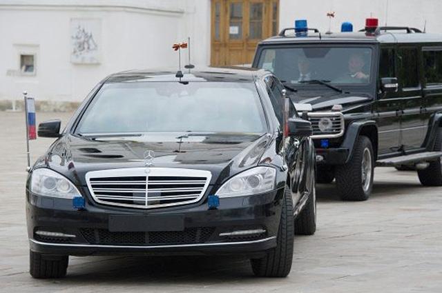 Mercedes-Benz S600 Pullman Guard.
