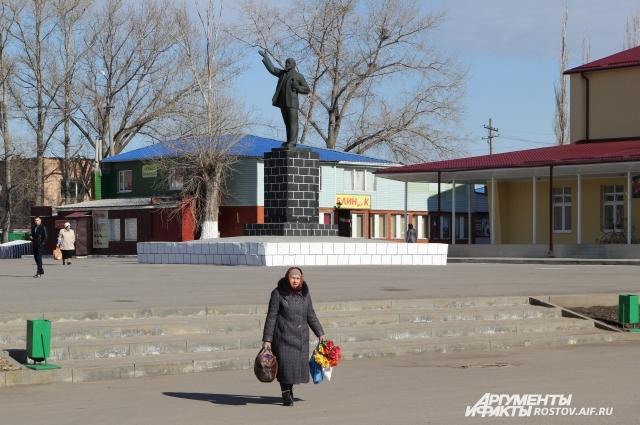 Есть такие сельские населённые пункты, где кроме памятника Ленину больше нечем похвастать.