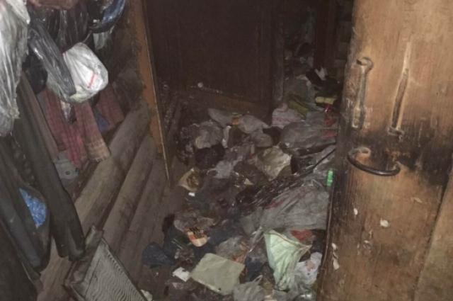 Полиция попросила спасателей проверить дом, потому что хозяина долго не видели на улице