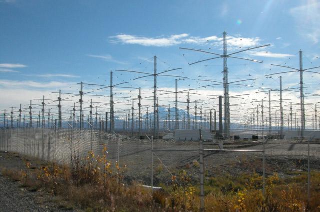 Комплекс ионосферных исследований HAARP на Аляске контролиру- ется военным ведомством США.