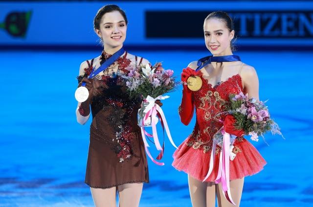 Евгения Медведева и Алина Загитова на чемпионате Европы в Москве.