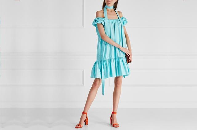 Самое время вспомнить о ярких летящих платьях и сарафанах.