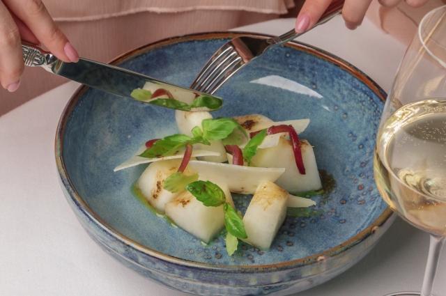 Салат с дыней и козьим сыром