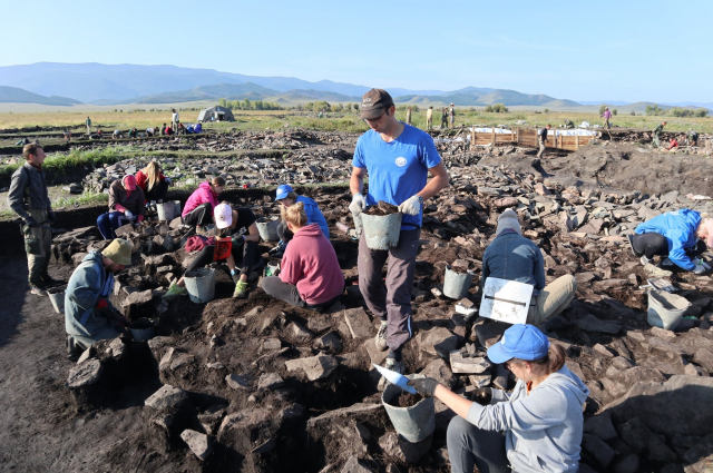 Раскопки курганов в Туве