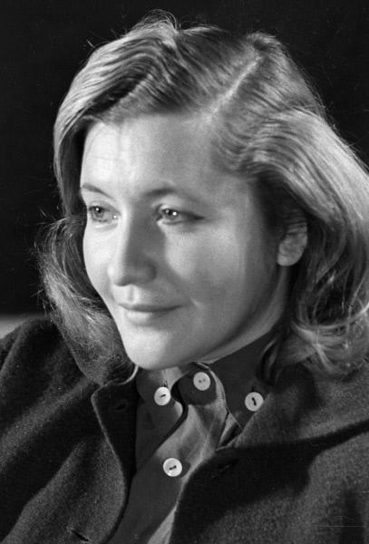 Поэтесса Юлия Владимировна Друнина, 1956 год