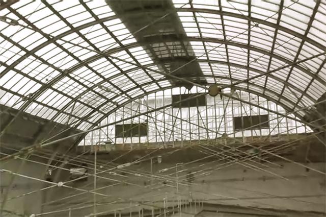 Благодаря использованию стяжек, Владимиру Шухову удалось создать лёгкую и в то же время прочную стеклянную арку