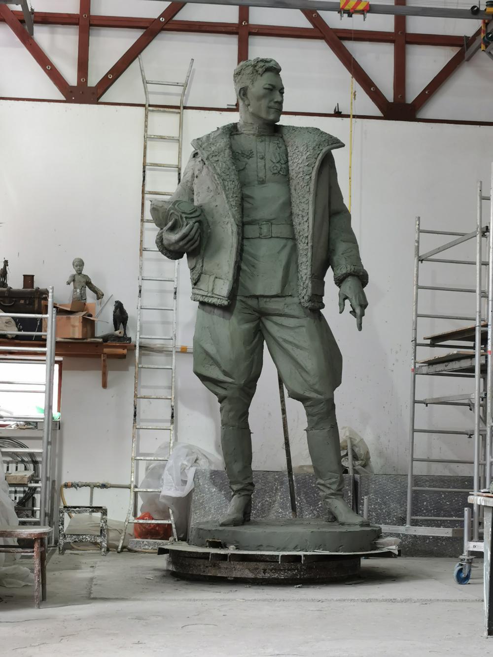 Монумент Талгату Бегельдинову вмастерской скульптора.