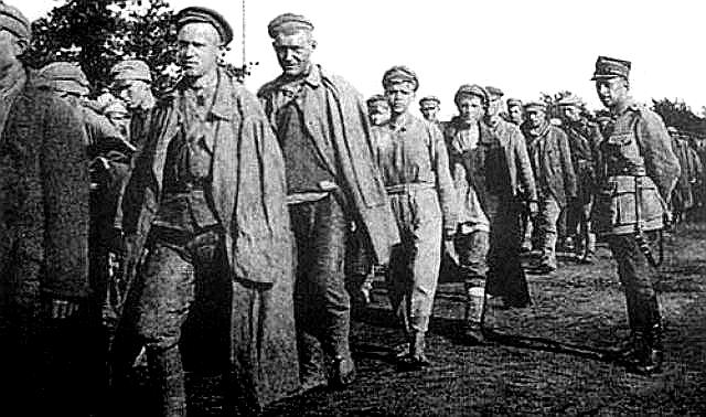 Пленные красноармейцы в Тухольском лагере. 1919