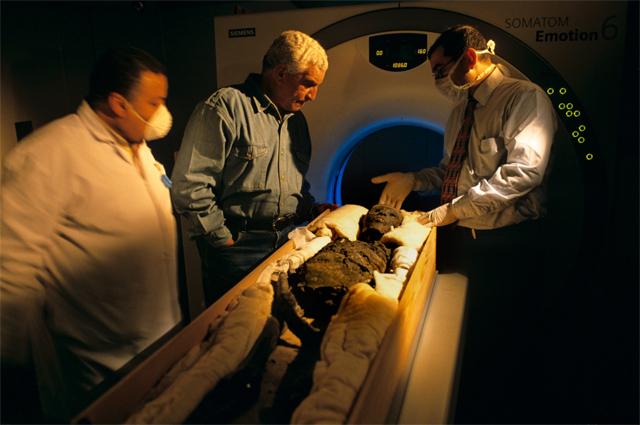 Сканирование мумии Тутанхамона