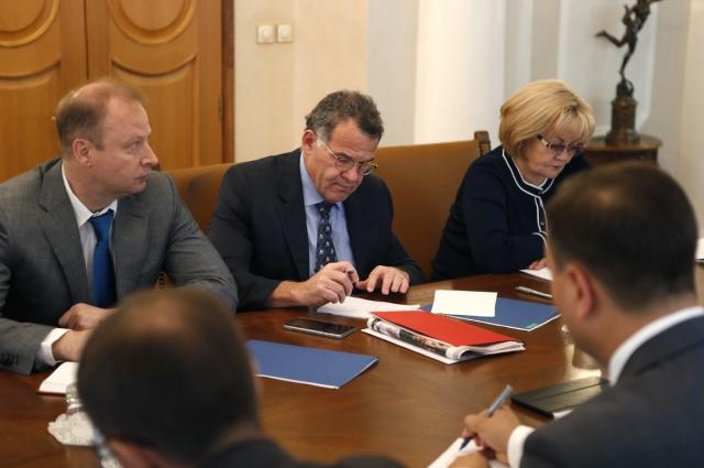Губернатор поручил членам правительства Свердловской области совместно с главами муниципалитетов подготовить конкретные предложения по реализации установок, озвученных главой государства и российским премьером.