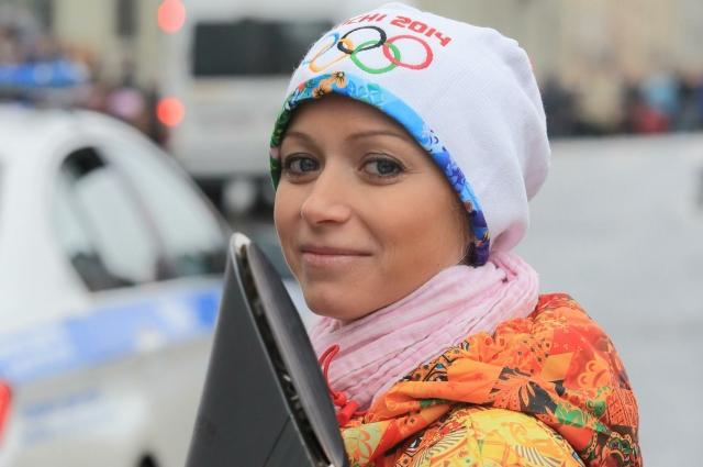 Елена Бережная полностью погружена в работу, возглавляет Санкт-Петербургский Государственный Ледовый театр и тренирует талантливых петербургских ребятишек.