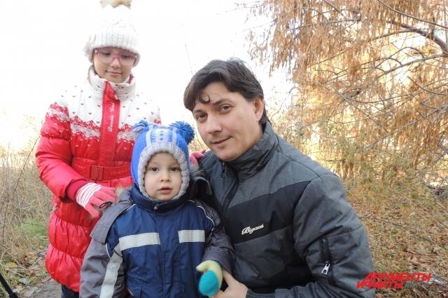 Виталий Лыков с дочкой Ангелиной и сыном Ромой.