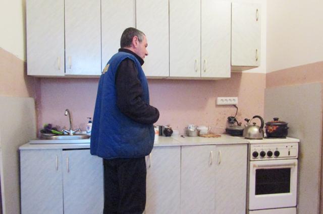 3.    С недавних пор в здании гостиницы оборудована кухня, где бездомные сами могут приготовить себе пищу.