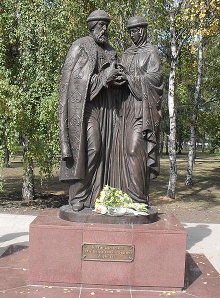 Иркутск. Памятник святым Петру и Февронье