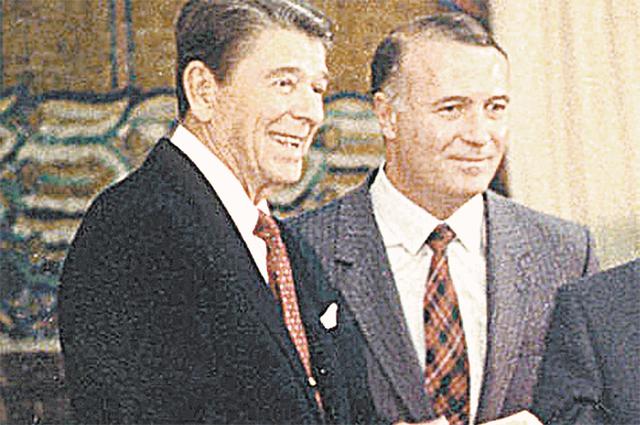 С Рональдом Рейганом во время посещения американским президентом МГУ в 1988 г.