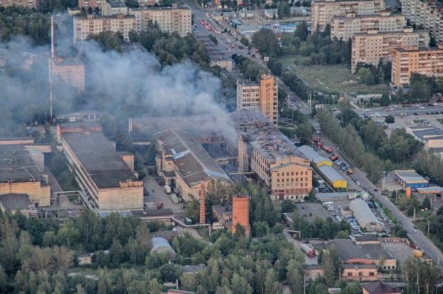 Полет на параплане происходил как раз в тот момент, когда в Смоленске загорелась фабрика.