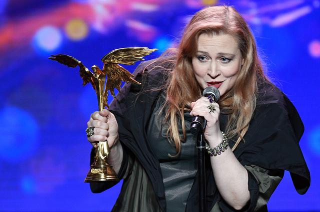 Юлия Ауг, получившая приз в номинации «Лучшая женская роль второго плана» за фильм «Ученик», на XXX церемонии вручения Национальной кинематографической премии