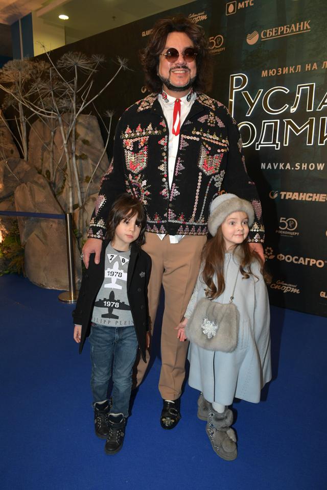 Филипп Киркоров с детьми.