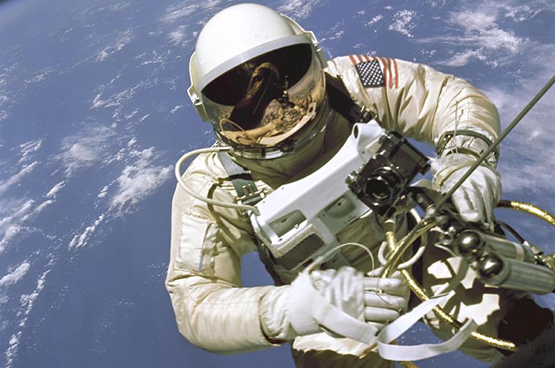 Американский Леонов Эдвард Уайт вышел в открытый космос 3 июня 1965 года