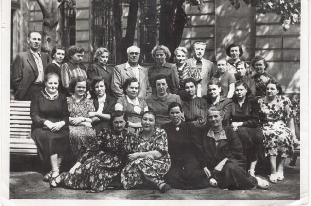 Коллектив сотрудников сберегательных касс после войны.