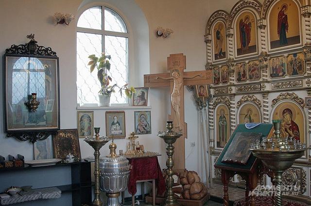 Новый храм Рождества Христова небольшой, но очень уютный и светлый