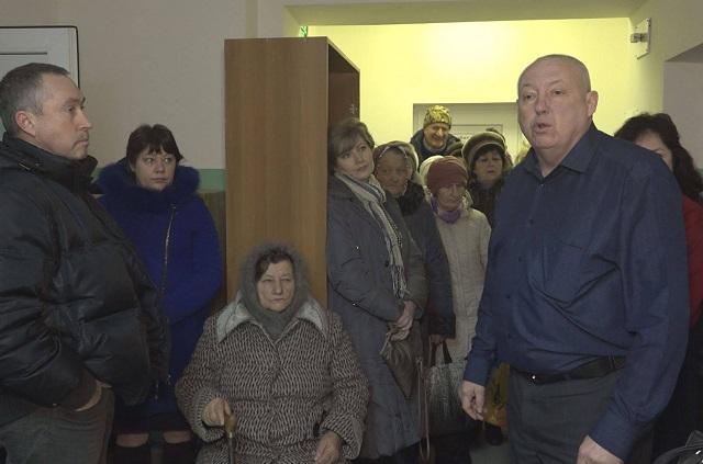 21 января 2020 года, Александр Земляк в станице Жуковской на сходе селян, которые требует от него улучшить медицинское обслуживание людей.