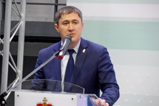 Дмитрий Махонин напомнил всем участникам встречи, что все сферы жизни края очень важны и развивать их отдельно друг от друга нельзя.