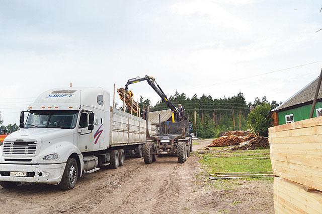 Лесхоз осуществляет доставку пиломатериалов с помощью собственной техники.