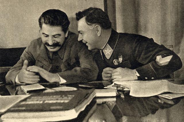 Иосиф Сталин и Климент Ворошилов. Декабрь 1935 года.