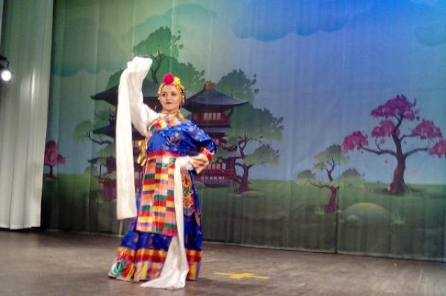 Танцоры ансамбля «Лила» разучили пока только 13 китайских танцев.