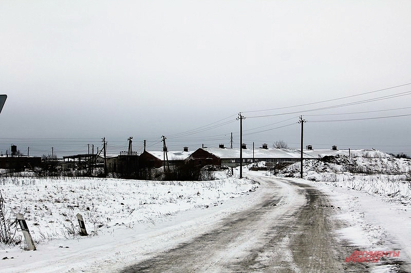 Жители Фарисеево с ужасом ждут весны, когда объездная дорога превратится в глиняное месиво и станет совсем непроезжей