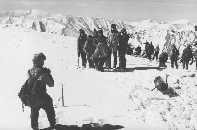 Альпинисты на вершине пика Комсомол в Туве.