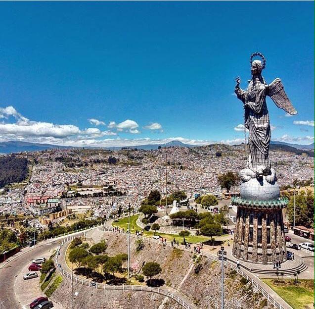 Камила не забывает родную столицу Кито, которая в 1978 году была внесена в список Всемирного культурного наследия ЮНЕСКО.