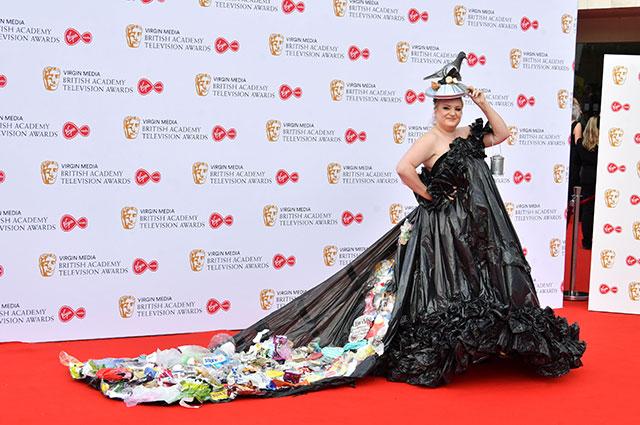 Такое платье и выбросить не жалко.