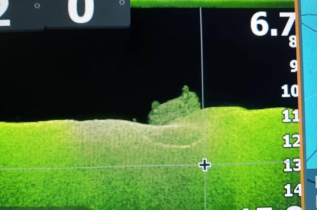 Автомобиль рыбак обнаружил на глубине 11 метров.