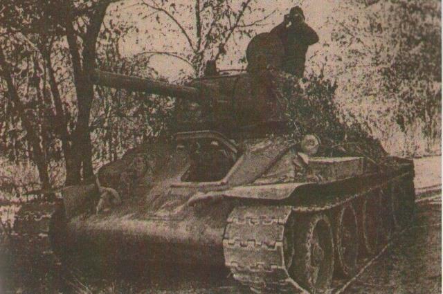 Оставшиеся в селе после войны танки.