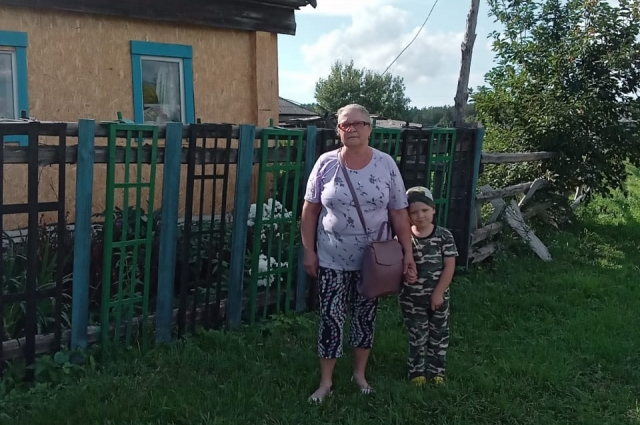 Фаина Родина с внуком.