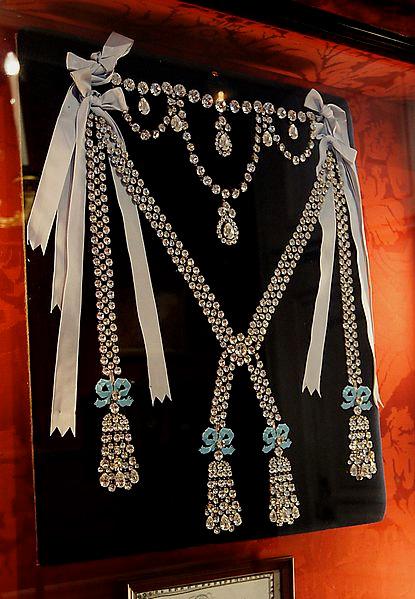 Ожерелье королевы, стоимостью 1 млн 600 тыс. ливров (реконструкция)