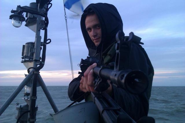 Старший матрос запаса Александр Кутыгин в период службы на Каспии.