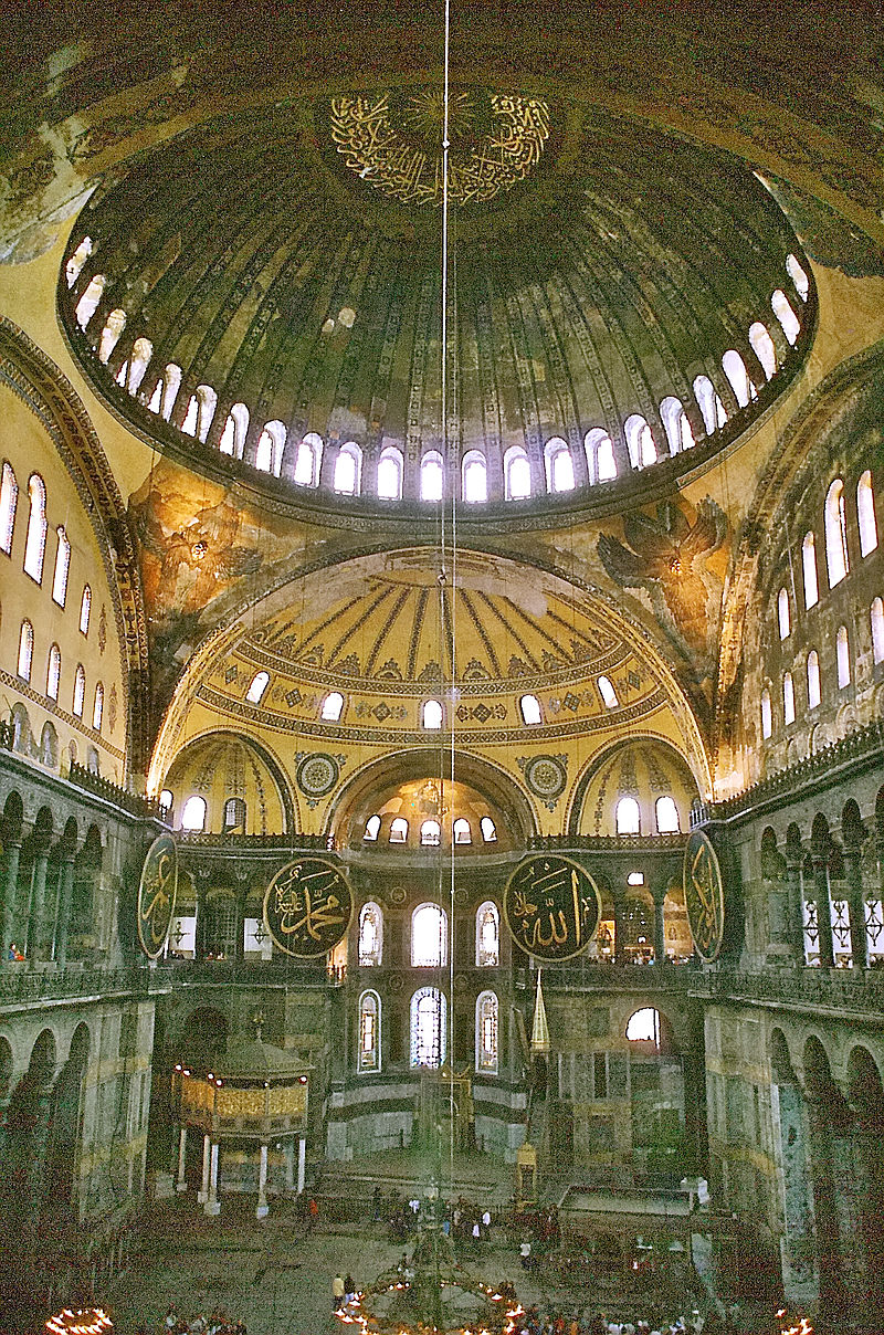 Собор Святой Софии (Константинополь). Центральный неф собора, алтарная часть и главный купол.