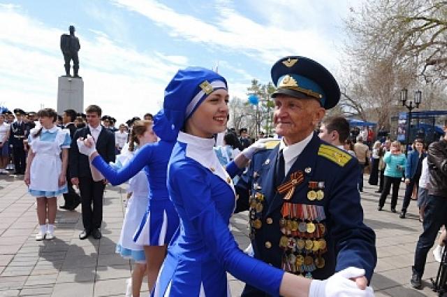 Танцевали и ветераны.