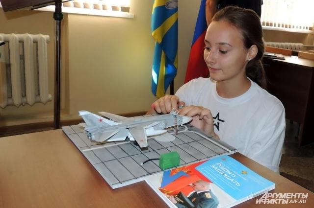 Алина Ляшук из Севастополя мечтает летать на истребителе.